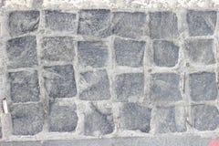Cobbled Pflasterung gemacht von den Granitwürfeln Stockbilder