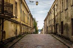 Cobbledweg aan de baai Vyborg Rusland Stock Foto