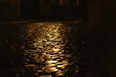 Cobblestone road at night Royalty Free Stock Photos