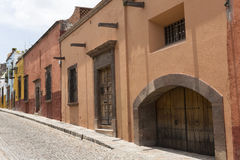 Cobblestone street with colonial houses in Mexico Stock Photography