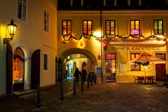 Cobblestone street and illuminated restaurant in Old Town of Pra Royalty Free Stock Photos