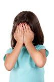 Coberta da menina sua face com suas mãos Imagens de Stock Royalty Free