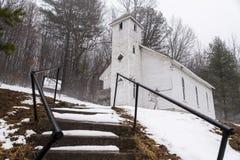 Coberto de neve - Mt abandonado Zion United Methodist Church - montanhas apalaches - West Virginia imagens de stock royalty free