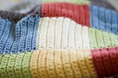Cobertor dos retalhos do Crochet foto de stock