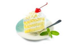 Cobertura do bolo da baunilha com os pedaços de chocolate brancos decorados com w fotos de stock