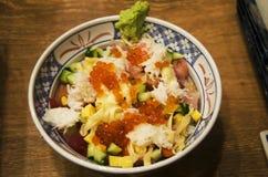 Cobertura japonesa do arroz do alimento com chamada Donburi do marisco ou ovas de Don foto de stock