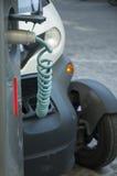 Cobrar do carro elétrico Fotografia de Stock Royalty Free
