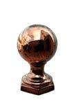 Cobre ou globo pesado do bronze em uma parede fora de um restaurante foto de stock