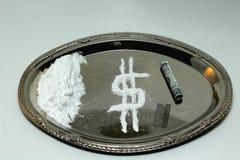 Cocaïne sur un plateau argenté Photos stock