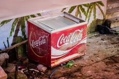 Coca Cola Cooler desolata immagini stock libere da diritti