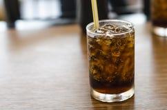 Coca - cola i resturant fotografering för bildbyråer