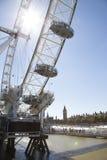Coca Cola London Eye un jour ensoleillé avec la fusée naturelle du soleil Photographie stock