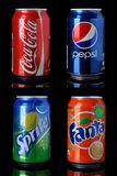 Coca-cola, pepsi-cola, fanta, bidons de sprite Photo stock