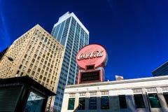 Coca - cola undertecknar in i stadens centrum Atlanta arkivfoton