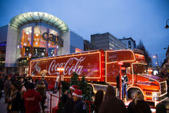Coca - colalastbil på Cardiff, södra Wales, UK royaltyfri bild