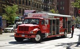 Coca - colaleveranslastbil Royaltyfri Bild