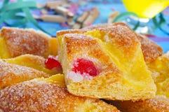 Coca de Sant Joan, zoete vlakke cake van Catalonië, Spanje Stock Foto