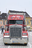 Coca - röd lastbil för cola Royaltyfria Bilder