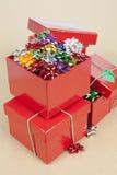 Cocardes de Noël dans une boîte image stock