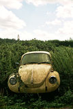 Coche abandonado del escarabajo de VW Fotografía de archivo libre de regalías