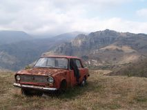 Coche abandonado en Alaverdi, Armenia fotos de archivo libres de regalías