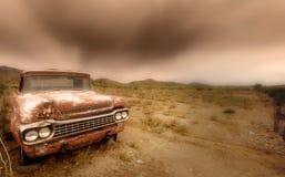 Coche abandonado en el desierto Imagen de archivo libre de regalías
