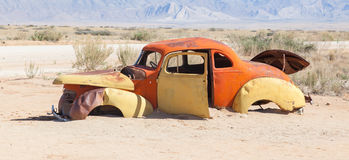 Coche abandonado en el desierto de Namib Imagen de archivo libre de regalías
