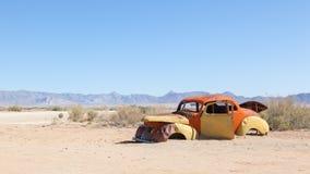 Coche abandonado en el desierto de Namib Foto de archivo