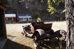 Coche abandonado en el pueblo fantasma de Mogollon nanómetro Imagen de archivo