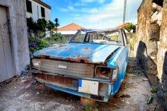 Coche abandonado oxidado Fotos de archivo