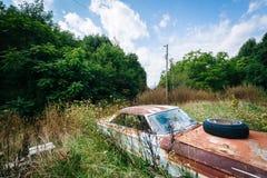 Coche abandonado, oxidado en el Shenandoah Valley rural, Virginia Imagen de archivo libre de regalías