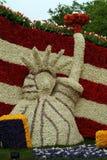 Coche adornado con las flores, desfile de la flor imagen de archivo libre de regalías