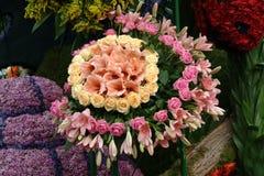 Coche adornado con las flores, desfile de la flor imagen de archivo