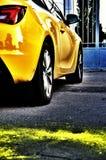 Coche amarillo brillante fotografía de archivo libre de regalías