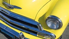 Coche amarillo de la obra clásica de Chevrolet Foto de archivo libre de regalías