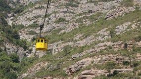 Coche amarillo del cablecarril Imagen de archivo