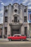 Coche americano clásico en La Habana vieja, Cuba fotografía de archivo