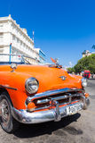 Coche americano clásico del vintage en La Habana vieja Foto de archivo libre de regalías