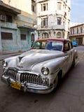 Coche americano clásico en La Habana vieja Fotografía de archivo libre de regalías