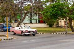 Coche americano del vintage en Varadero, Cuba Fotografía de archivo libre de regalías