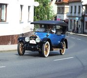 Coche americano muy viejo, Cadillac Fotos de archivo libres de regalías