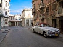 Coche americano viejo clásico en La Habana vieja Fotos de archivo libres de regalías