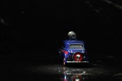 Coche azul de la vendimia en punto Imagen de archivo libre de regalías