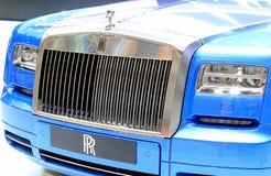 Coche azul del lujo de Rolls Royce Imagenes de archivo