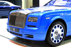 Coche azul del lujo de Rolls Royce Fotografía de archivo