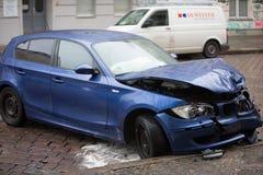 Coche azul estrellado de BMW imagen de archivo