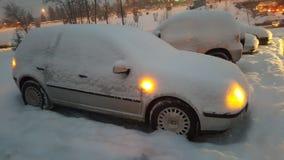 Coche bajo la nieve Imagen de archivo