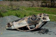 Coche burnt-out al revés Imagenes de archivo