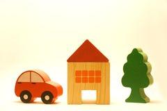 Coche, casa y árbol Imagen de archivo