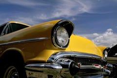 Coche clásico amarillo Foto de archivo